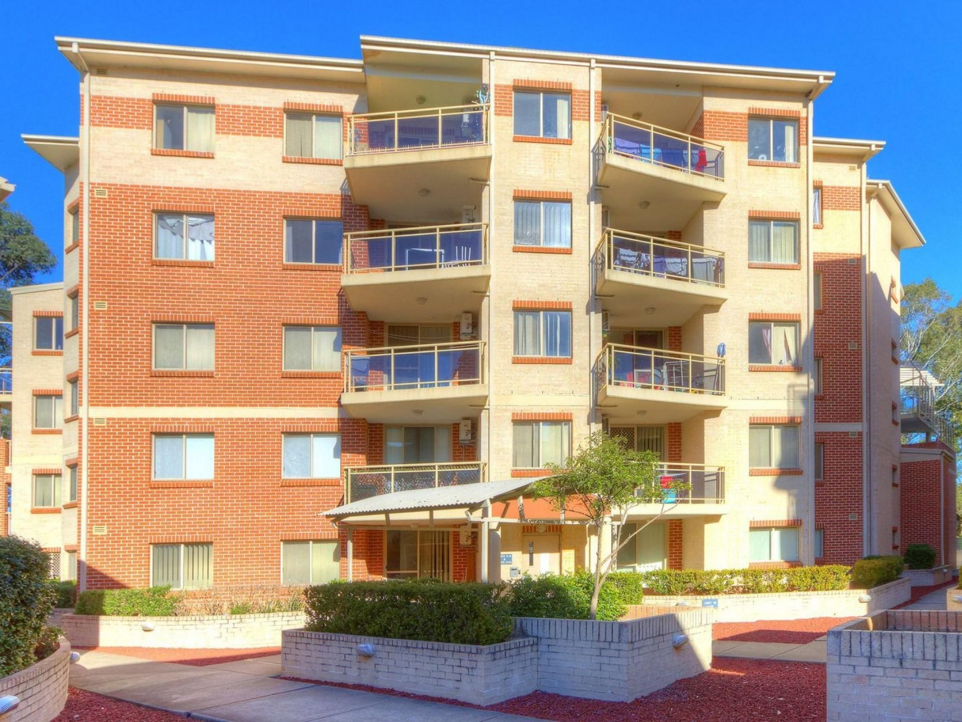 Quality Modern Unit! Close to all Ammenities