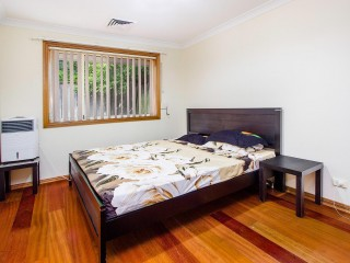 View profile: 3 Bedrooms! Ducted Airconditioning!
